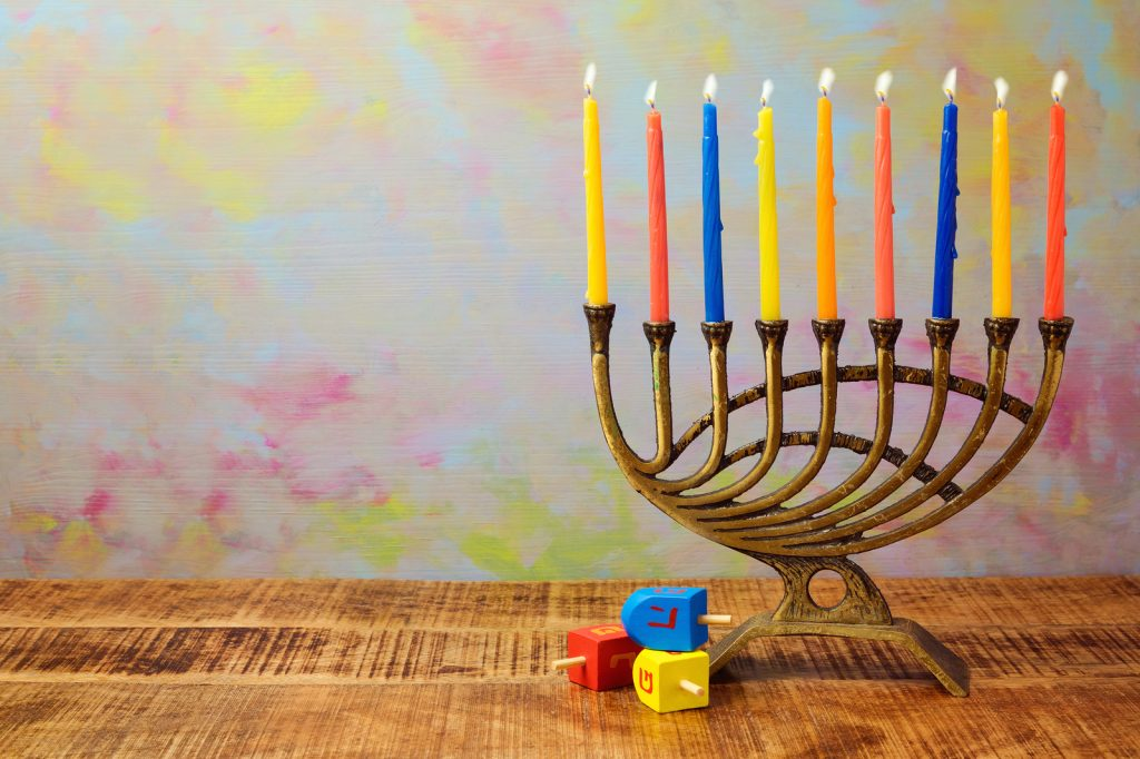 hanukkah-candles-dreidels